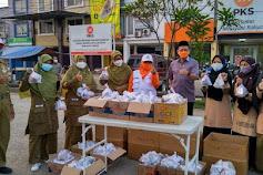 DPD PKS Kabupaten Bekasi Berbagi 400 Paket Takjil On The Road