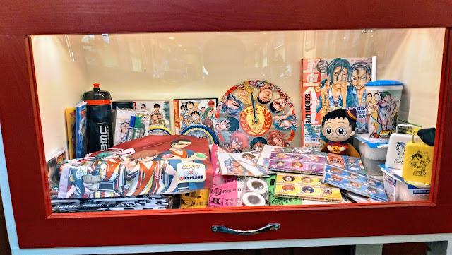 長崎ご出身で弱虫ペダルの作者、渡辺先生のサイン入りのジャージにはしっかりとキャラクターの似顔絵入り!