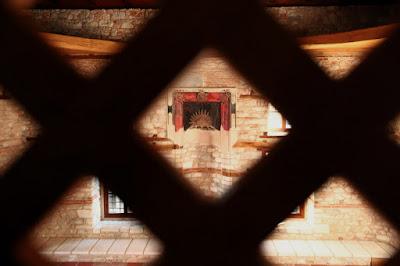 Δράμα: Το Σαντιρβάν τζαμί ξαναβρίσκει τη χαμένη αίγλη του