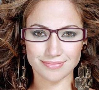 889e7e196c98c Viram quanta maquiagem linda e simples dá pra fazer e usar com óculos.