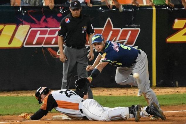 #Leones gano juego y la serie a #Aguilas - batazos de Felix Perez y Pollito ...