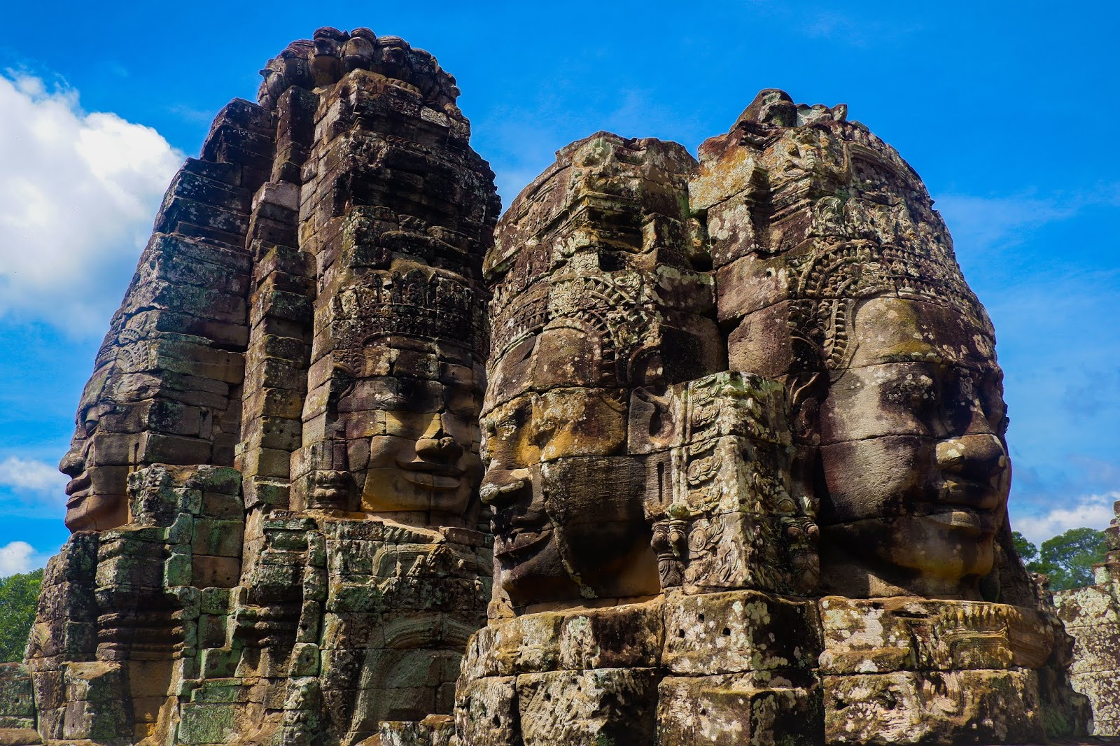 face sculpture of bayon temple