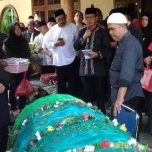 Ketua DPRD Provinsi Lampung Lepas Jenazah Srie Atidah ke Peristirahatan Terakhir