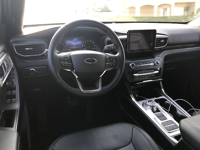 Instrument panel in 2020 Ford Explorer Limited Hybrid