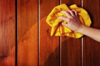 usos crema Nivea lata azul limpiar madera