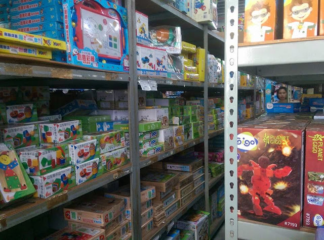日六信玩具批發倉庫