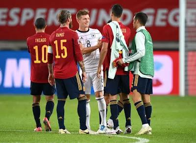 إسبانيا ضد أوكرانيا