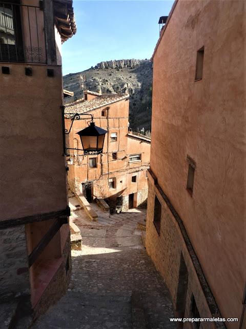 cuestas y escaleras por las calles de Albarracín