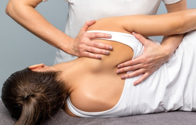 how chiropractic therapy helps body heal itself naturally