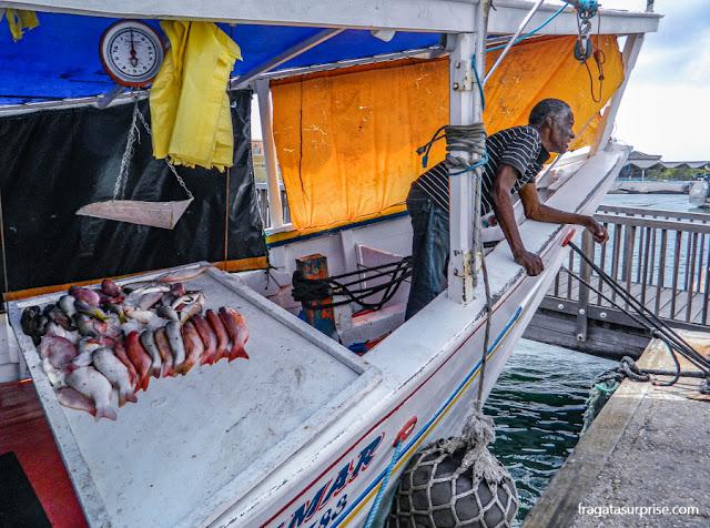 Vendedor de peixe no Mercado Flutuante, Willemstad, Curaçao