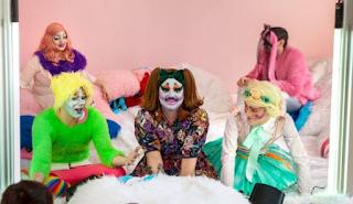 Η προπαγάνδα της κοινότητας ΛΟΑΤΚΙ έφτασε στο μεγαλείο της, καθώς πλέον τρανσέξουαλ διαβάζουν παραμύθια σε παιδιά σε βιβλιοθήκη της Αθήνας.