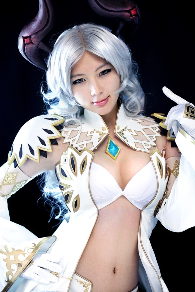 lee hye min cosplay