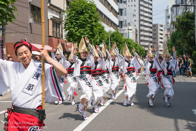 マロニエ祭りで浅草雷連の女踊りの踊り手達を撮影した写真 その2