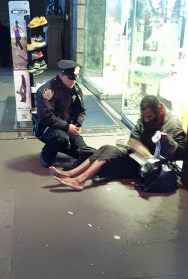 13 beautiful acts of kindness that left me teary-eyed - a ny police officer gave boots to a homeless man