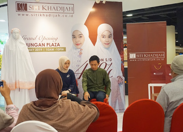 two people sitting, siti khadijah surabaya, launching siti khadijah surabaya