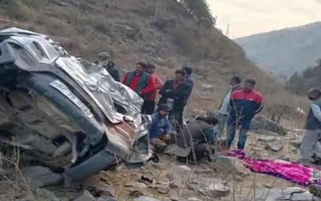 मंडी: अनियंत्रित होकर खाई में गिरी कार, चालक की मौके पर गई जान