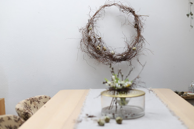 Přírodní jarní věnec na zeď - jarní dekorace na stůl
