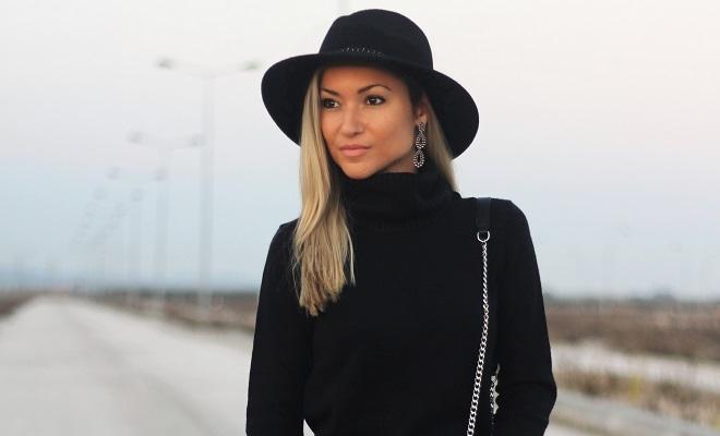 O preto não é de todo a minha cor favorita. É um tom elegante, mas tem, por outro lado, uma conotação pesada. Vestir uma peça ou outra em preto é uma coisa... Look do dia/Outfit. Ripped jeans, Benetton. Preto. Lantejoulas. Dicas de moda e imagem. Style Statement. Blog de moda portugal.