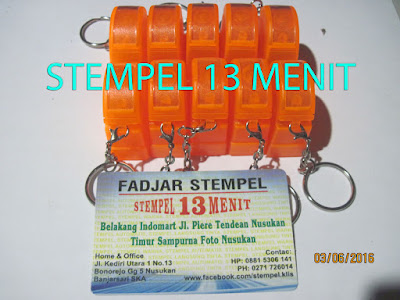 Stempel Warna Gantungan Kunci Warna Orange