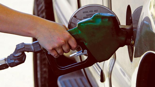 انهيار تاريخي لأسعار النفط الخام الأمريكي.. ما السبب؟