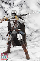 S.H. Figuarts The Mandalorian (Beskar Armor) 30