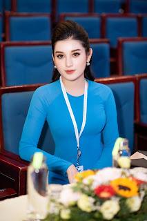 Á hậu Huyền My mặc áo dài đoàn duyên dáng, hội ngội MC Xuân Bắc