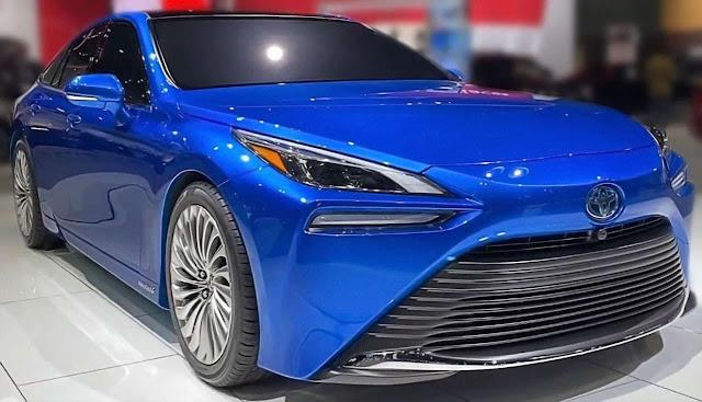 2021-toyota-mirai-blue-hydrogen-power-car