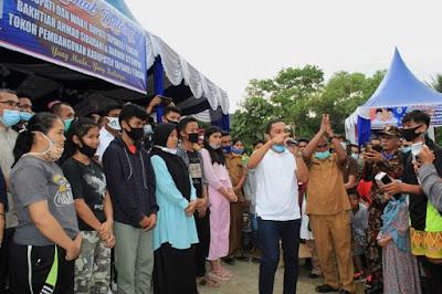 Bupati Tapteng Kembali Berikan Beasiswa Kepada10 Orang Mahasiswa dan Renovasi 1 Rumah Warga Sarudik