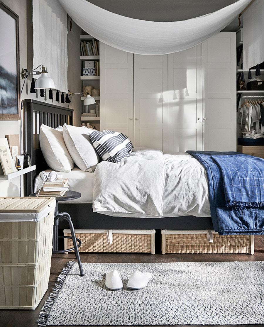catalogo ikea 2020 dormitorio armario y funda nórdica blanca estructura de cama negra