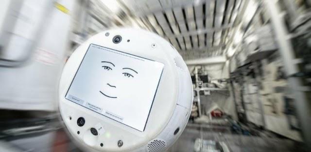 CIMON: To ρομπότ με... συναισθήματα που θα κάνει παρέα στους αστροναύτες