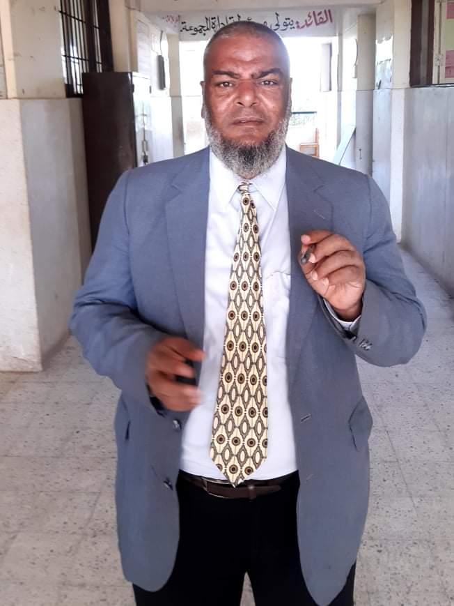 المعلم المصري في الداخل  مهان وفي الخارج قتيل
