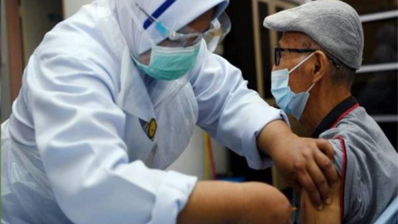Warga Emas Berumur 60 Tahun Di Lembah Klang Boleh Walk-In Untuk Terima Vaksin Bermula 17 Julai Ini