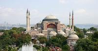 Pemandangan klasik lainnya mencakup Masjid Sultanahmet 400 tahun, lebih dikenal sebagai Masjid Biru untuk ternilai, terang ubin Iznik berwarna biru yang menghiasi interior; Grand Bazaar, di mana barisan pedagang menjual apa saja di pasar dalam ruangan tertua di dunia; dan Topkapi Palace, 172 ekar-taman yang dipenuhi halaman, ruang hiasan, kolam renang dan lorong-lorong, yang adalah rumah bagi keluarga kekaisaran Ottoman selama 450 tahun.