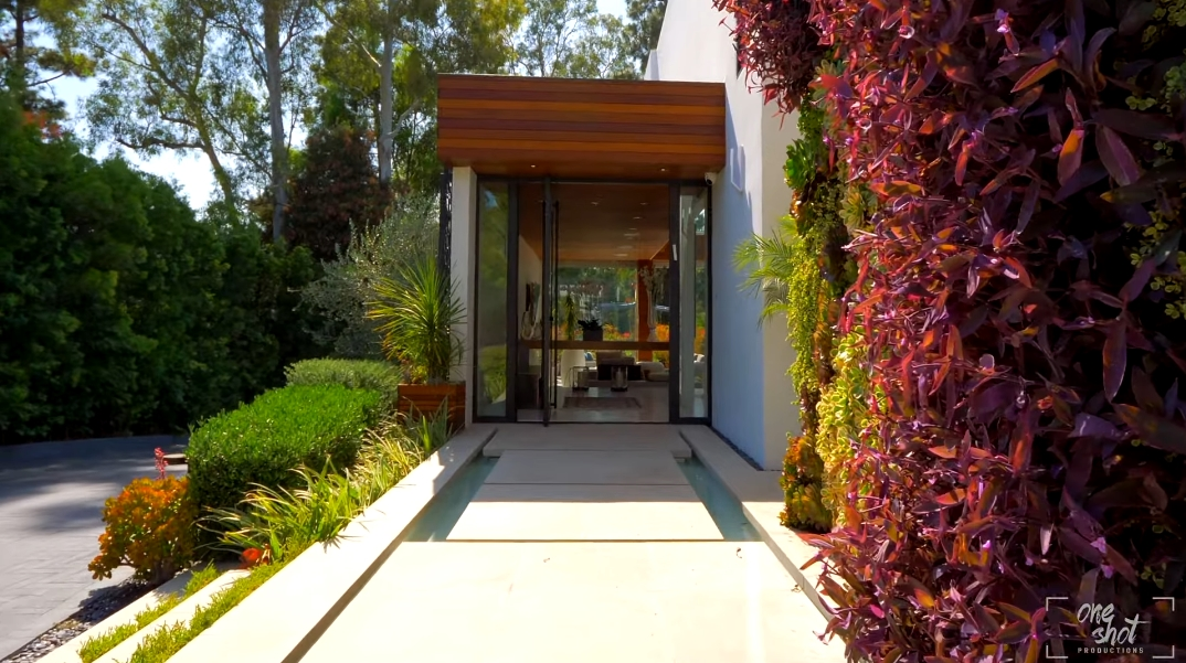 28 Interior Photos vs. 1060 Woodland Dr, Beverly Hills, CA Ultra Luxury Contemporary House Tour