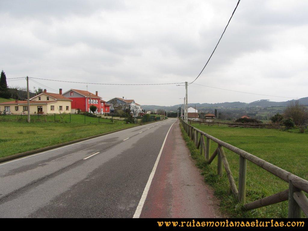 Ruta de los Dólmenes y Monte Areo: Senda por la carretera