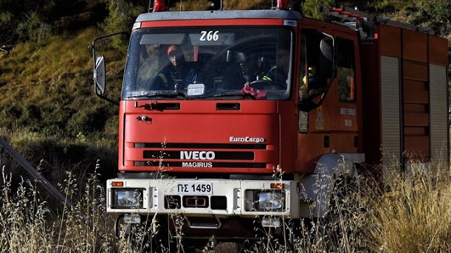 Υπό έλεγχο πυρκαγιά στην Αίγινα - Ρίψεις και από ελικόπτερο