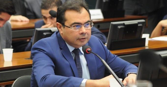Câmara aprova projeto de Idilvan Alencar que concede acesso à internet e tablets para estudantes e professores