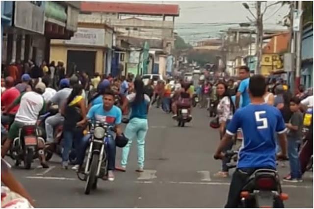 Ciudadanos hambrientos saquearon el deposito de PDVAL en Barinas
