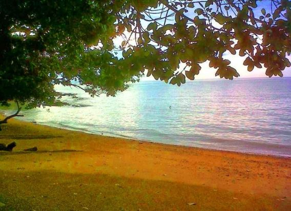 Umang Umang Chalet Pantai Kuala Sungai Baru permandangan pantai