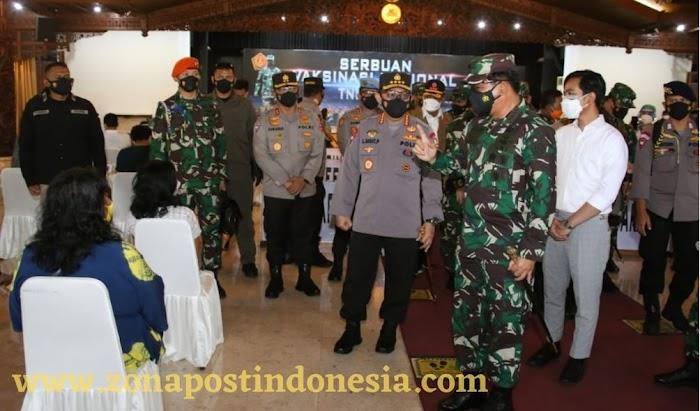 Panglima TNI dan Kapolri Tinjau Serbuan Vaksinasi di Solo