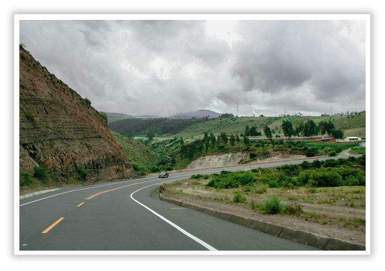 Carretera vía a Otavalo Ecuador - SuperPhotoPro
