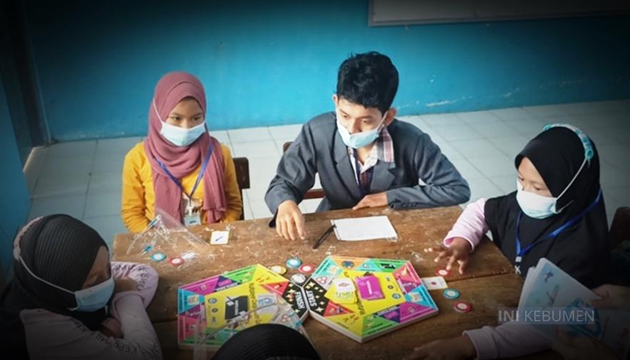 Mahasiswa IPB University Kenalkan Koperasi pada Anak-anak Lewat Permainan