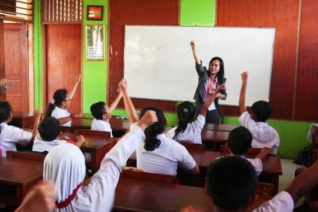 Ternyata Nggak Semudah yang Dipikirkan! Ini Suka Duka Menjadi Guru Bahasa Inggris di SD