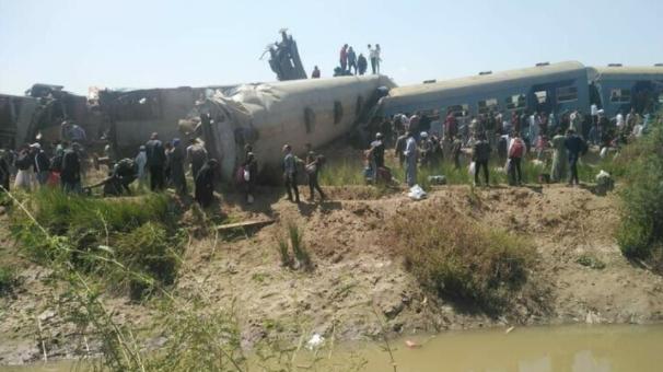حادثة تصادم قطارين بسوهاج و32 حالة وفاة