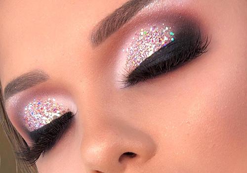 Tendencias de maquillaje 2021 delineado infinito