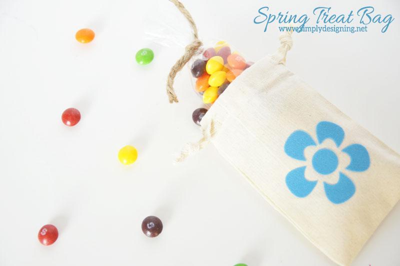 Spring Flower Treat Bag | the cutest drawstring flower bag, perfect for giving treats this summer | #vinyl #silhouette #summer #crafts #handmadegifts