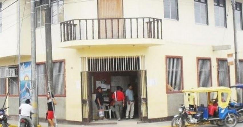 Turba de personas ingresan a oficina del director de UGEL Nauta, lo golpean y lo persiguen por la calle [VIDEO]