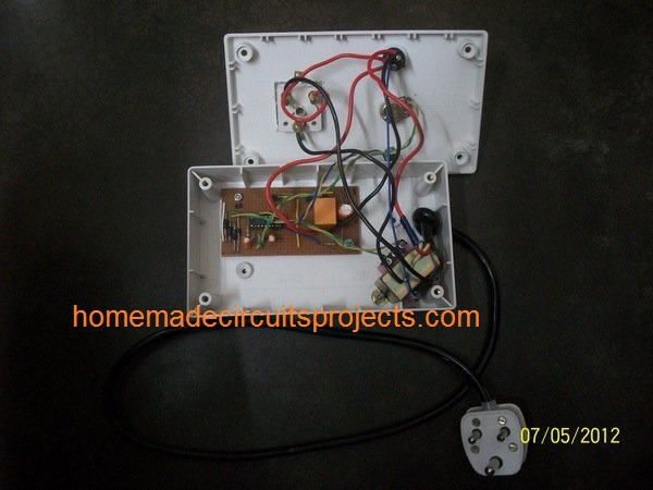 internal wiring details of relay and 3 pin socket
