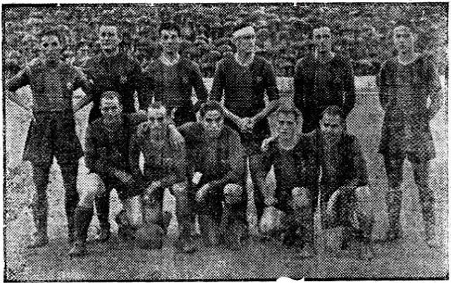 C. F. BARCELONA. Temporada 1941-42. Ceballos, Miró, Zabala, Balmanya, Raich y Calvet. Sospedra, Gracia, Martín, Orriols y Navarro. R. C. D. ESPAÑOL DE BARCELONA 5 C. F. BARCELONA 2. 05/10/1941. Campeonato de Liga de 1ª División, jornada 2. Barcelona, estadio de Sarriá. GOLES: 1-0: 9', Jorge. 2-0: 23', Jorge, 3-0: 60', Macala. 4-0: 71', Macala. 4-1: 74', Martín. 4-2: 84', Navarro. 5-2: 88', Mas.