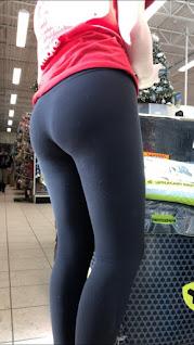 Chica cola levantada calzas